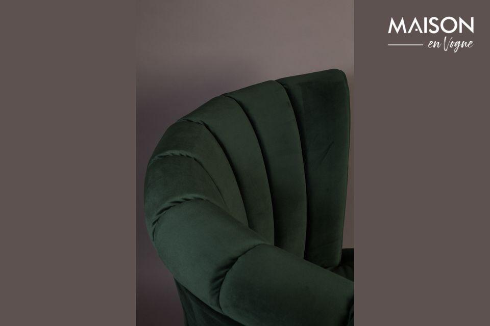 On adore le design de ce fauteuil unique et ses franges qui accentuent ce look rétro chic