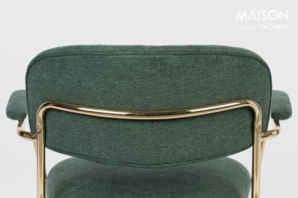 Cette très belle chaise spacieuse et confortable est un mélange de polyester (95%) et de nylon