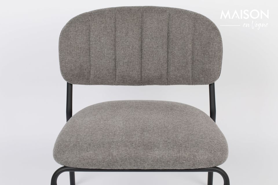 Une chaise lounge de white label living tout en sobriété mais d\'un confort irréprochableCette