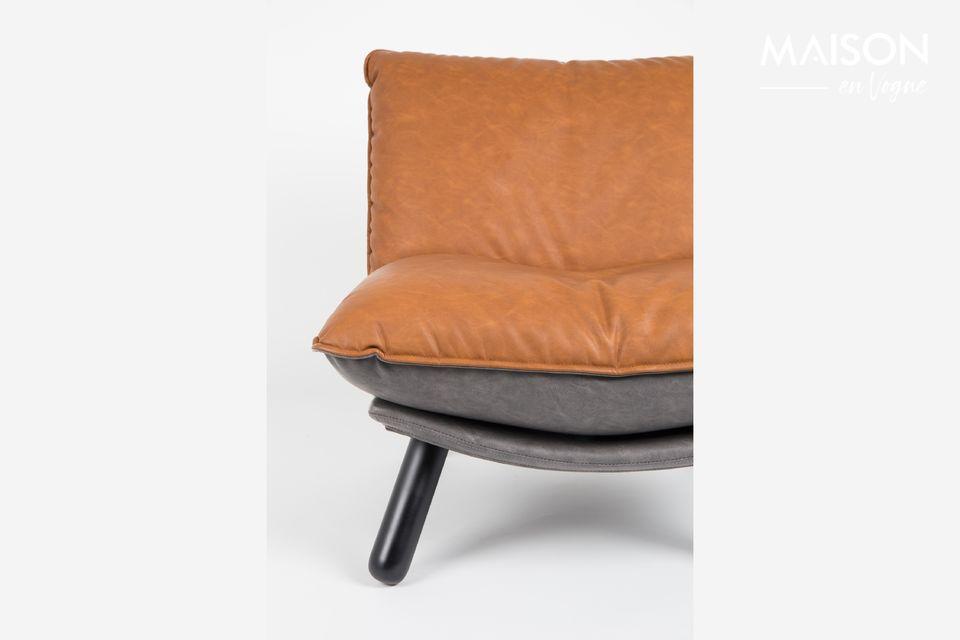 Les coussins surdimensionnés en cuir et rembourrés de mousse offrent un confort d\'assise optimal