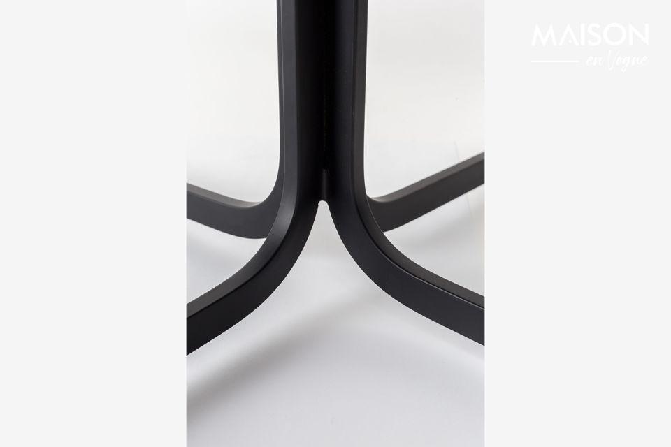 La chaise lounge Nikki toute noire de Zuiver donne du charme à un salon ou à un bureau