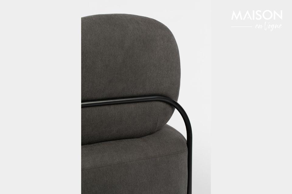Cette chaise lounge Polly Grey signée White Label Living présente un profil légèrement incurvé