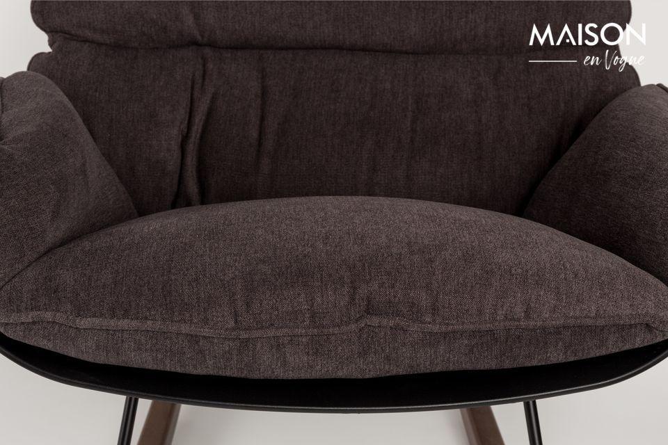 La chaise lounge Rocky Dark imaginée par White Label Living est un modèle très confortable