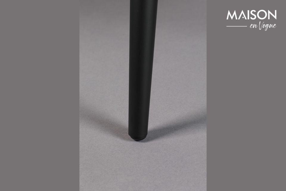 Cette chaise à l\'allure contemporaine possède des lignes pures et sobres