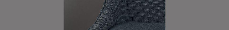 Mise en avant matière Chaise Magnus en tissu bleu