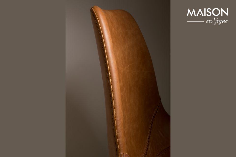Ils sont recouverts de cuir PU couleur marron et de PVC pour une note vintage assumée