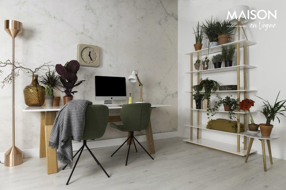 Le cadre en acier noir poudré apporte une note contemporaine à l\'aspect vintage de la chaise
