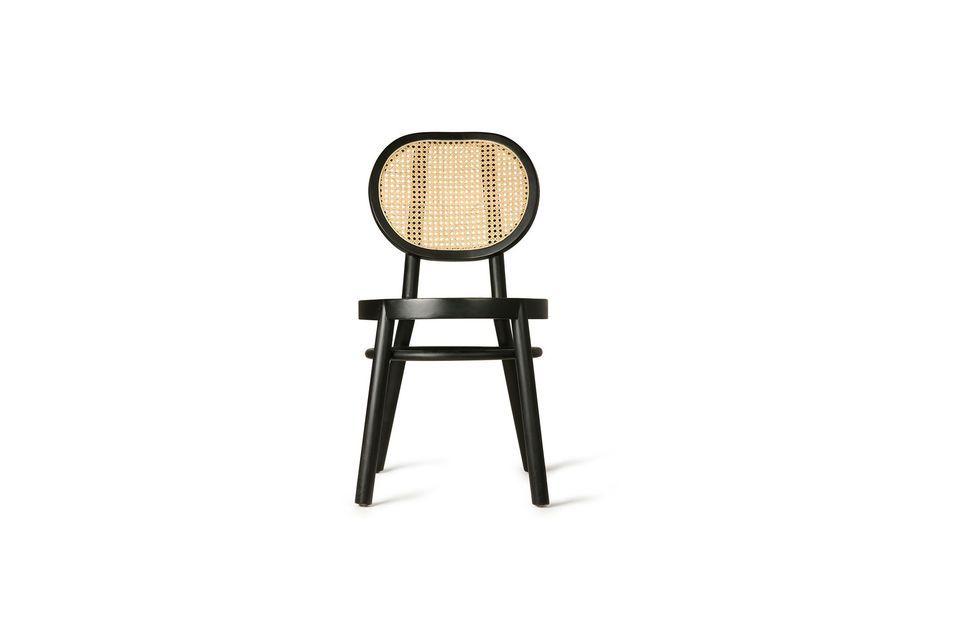 Conçue en bois noir, elle présente un dossier en cannage naturel pour un style contrasté