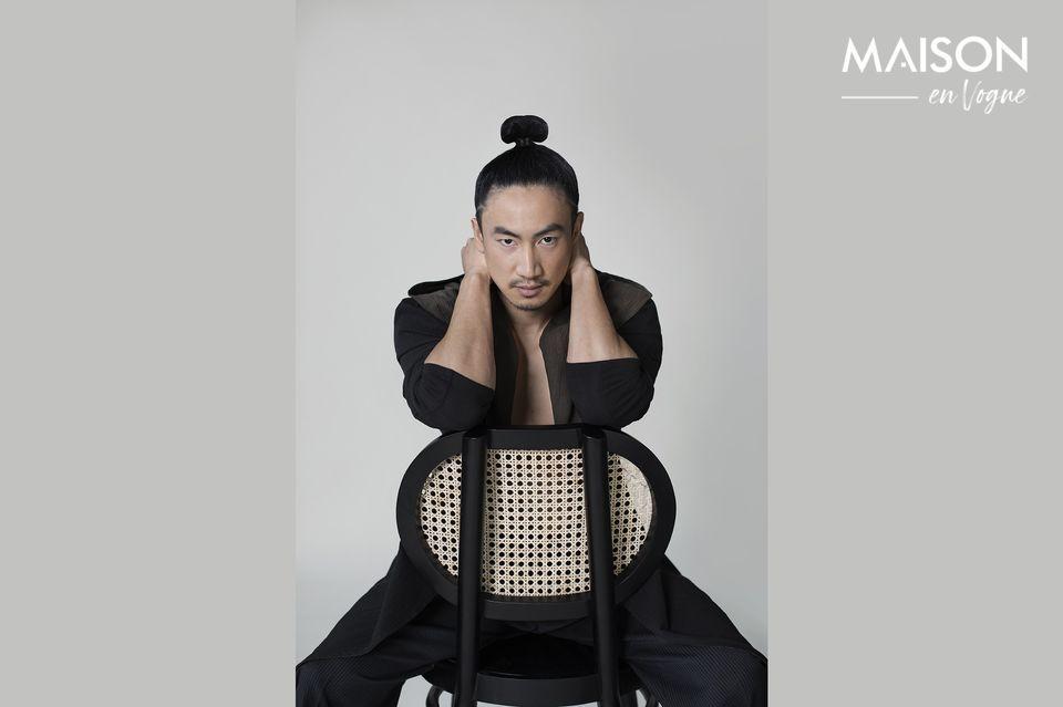 Avec ses lignes rétro, cette chaise au charme indéniable est un modèle incontournable