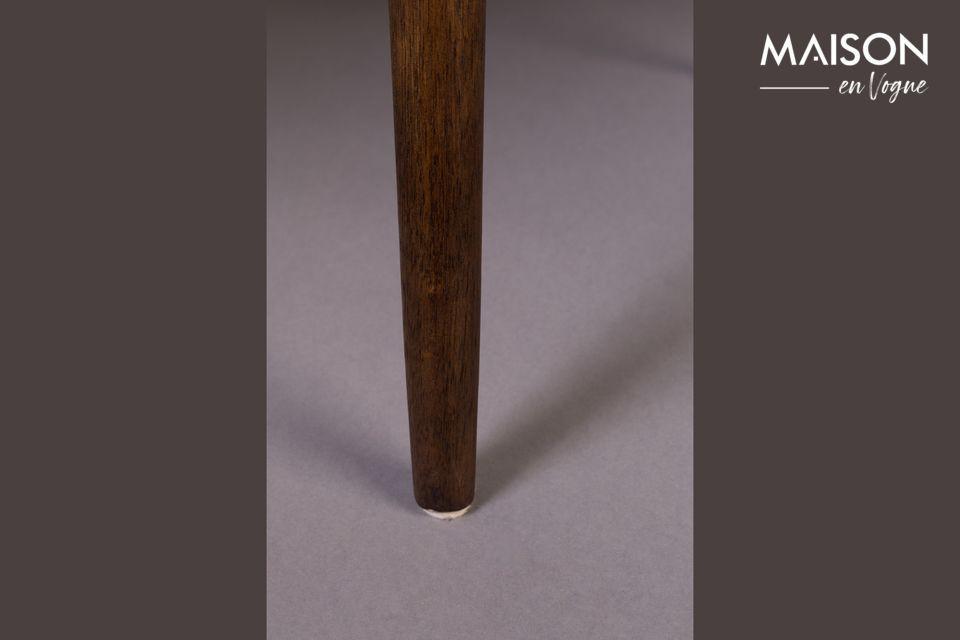 Cette chaise vintage est modernisée par des détails en cuir sur son dossier