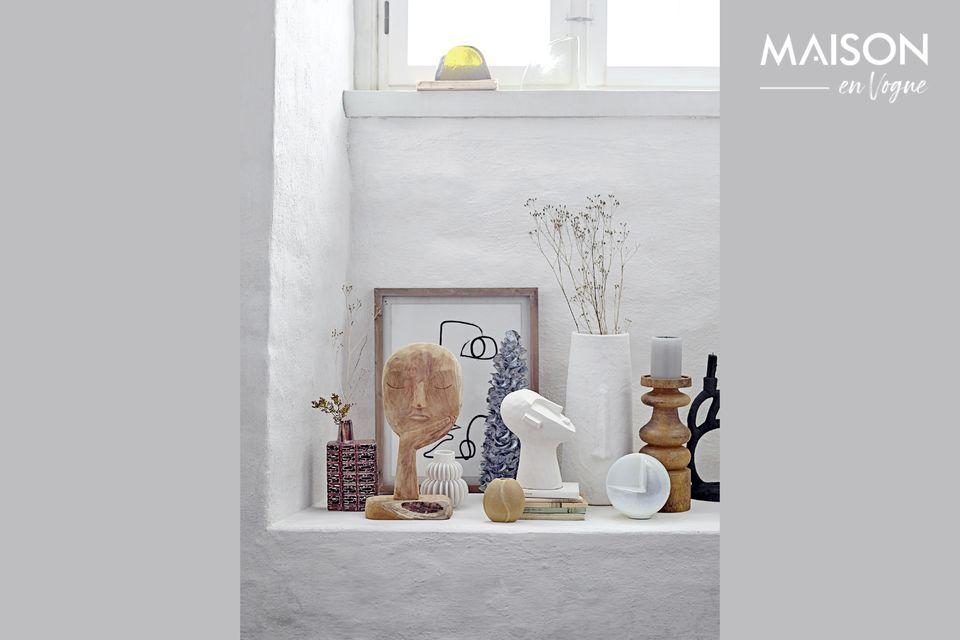 Inspiré de créations antiques, le chandelier Lartigue est une pièce sculpturale en polyrésine