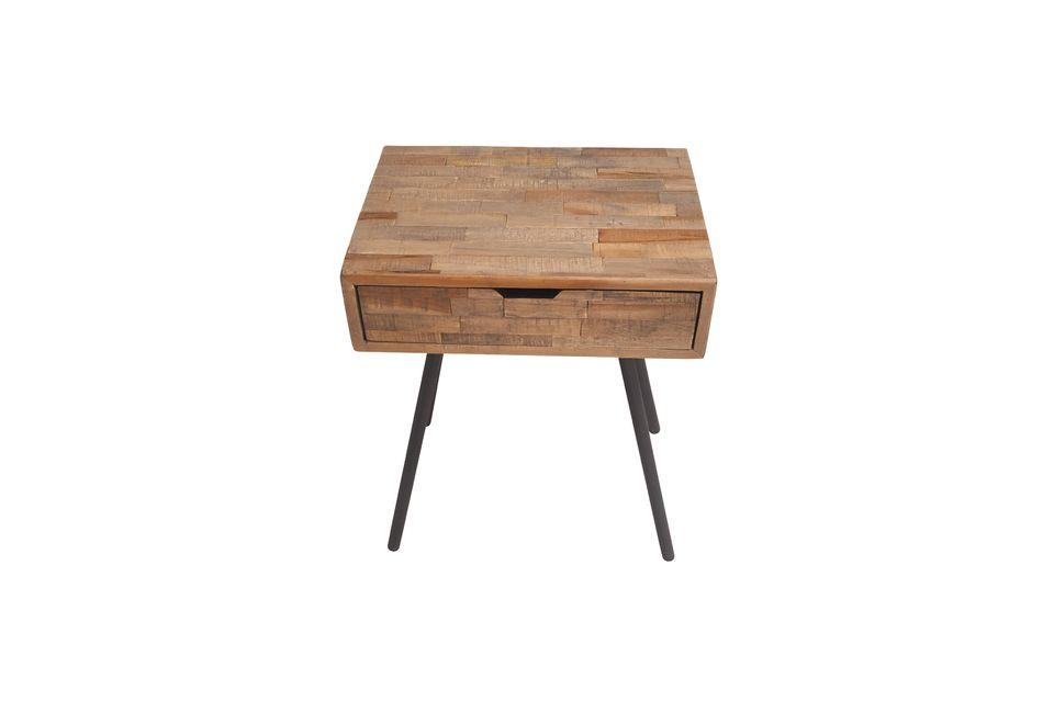 Une table de chevet simple et élégante
