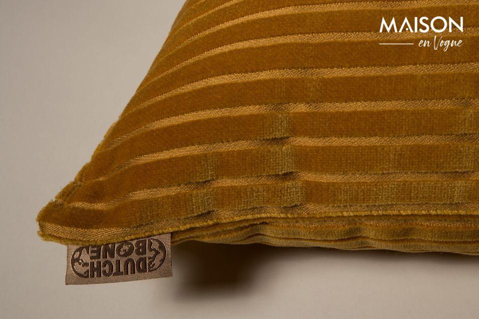 Elle est habillée de fines rayures ton-sur-ton et d\'un tissu velouté dont la douceur en fait une