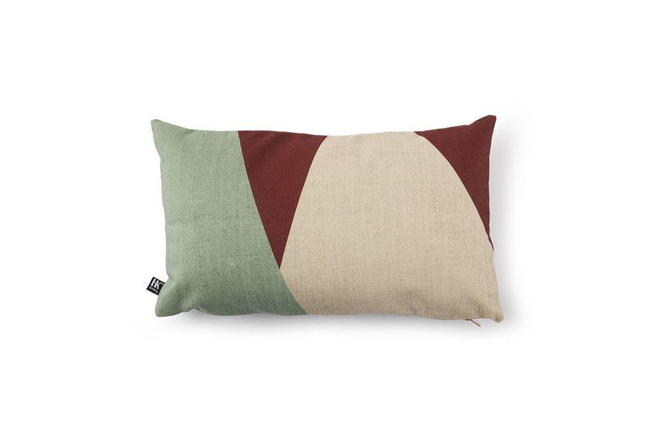 Ses dimensions de 35x60 permettent de l\'utiliser en guise d\'appuie-tête sur le canapé