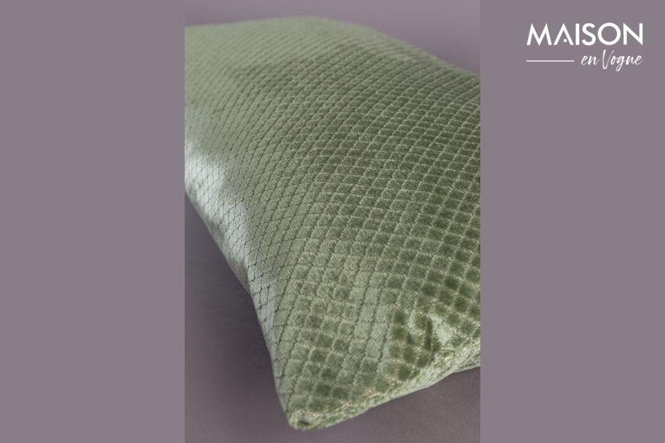 Il est habillé de discrets motifs en forme de losanges pour plus de raffinement