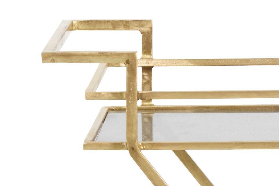 Elégante et délicate, une table d'appoint sur roulettes idéale