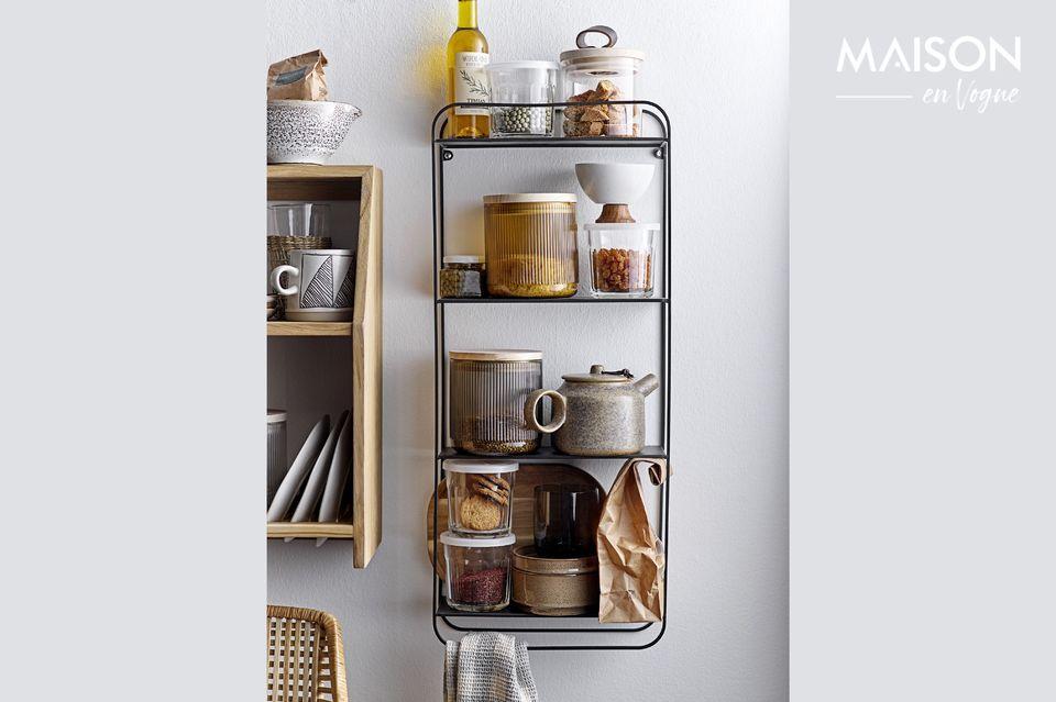 Cette étagère en chêne à trois niveaux vous permettra de ranger de nombreux objets