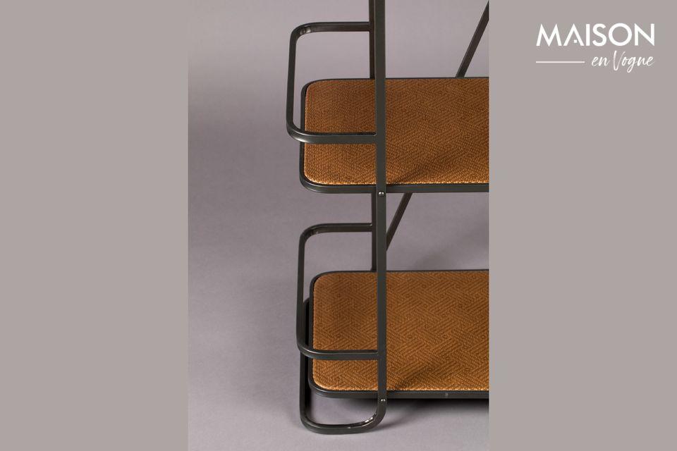 Ce meuble présente 5 tablettes en papier kraft tressé pour accueillir vos livres et objets