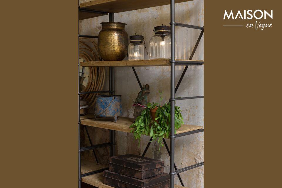 Une élégante étagère en fer, robuste et modulable