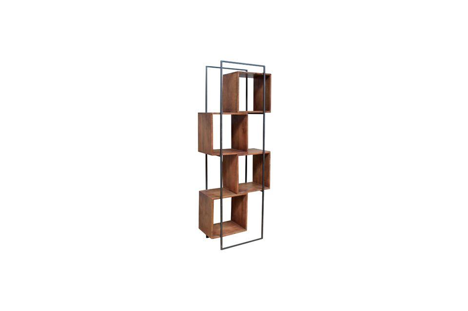 Contrastant entre une structure en métal et des cases en bois de manguier
