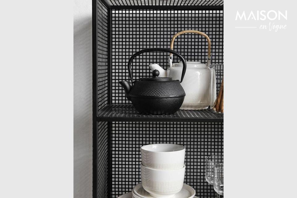 Une étagère en treillis métallique robuste, avec 3 niveaux de stockage