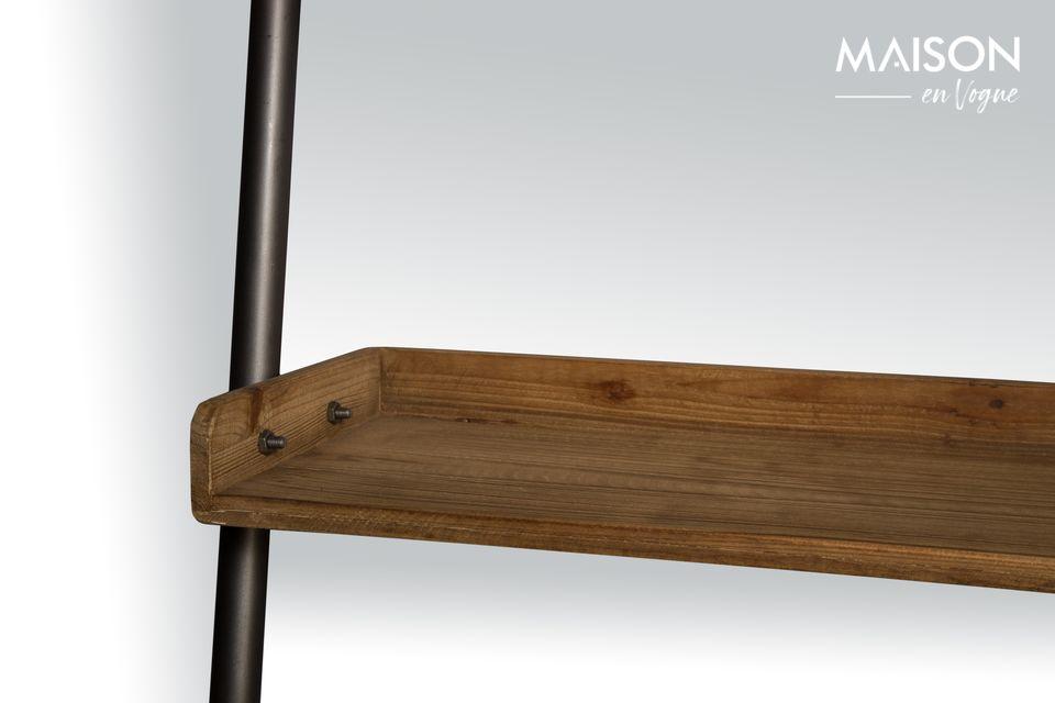 Une étagère échelle robuste en bois massif