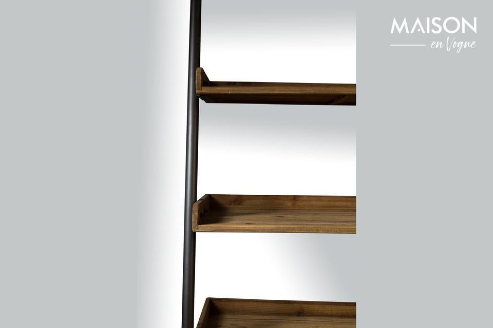Elle associe le bois et l\'acier noir pour créer un style vintage unique