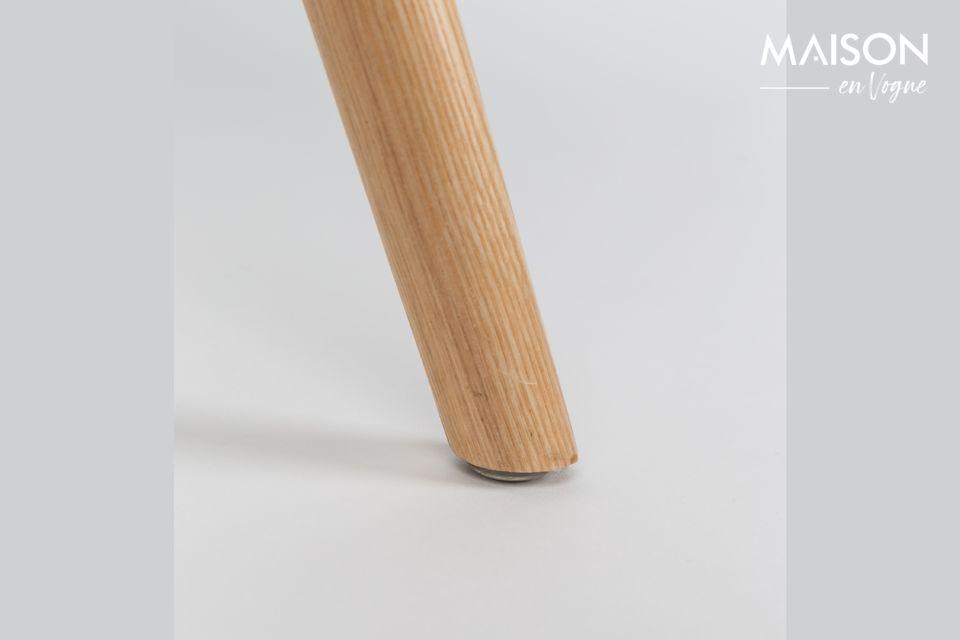 Cette architecture traditionnelle est couplée à une assise en plastique enveloppante et