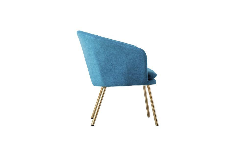 Ce fauteuil en polyester Thenay dévoile un design raffiné pour un poids de 8 kg
