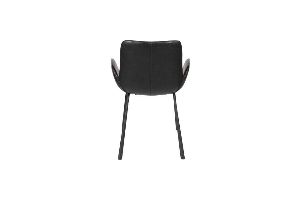 L\'association de ces opposés participe à la personnalité de ce fauteuil, dessiné par Zuiver