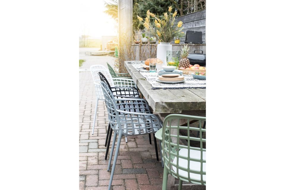 Un fauteuil de jardin résistant et confortable
