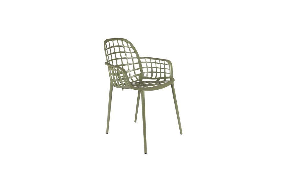 Son cadre en aluminium permet d\'empiler jusqu\'à quatre chaises