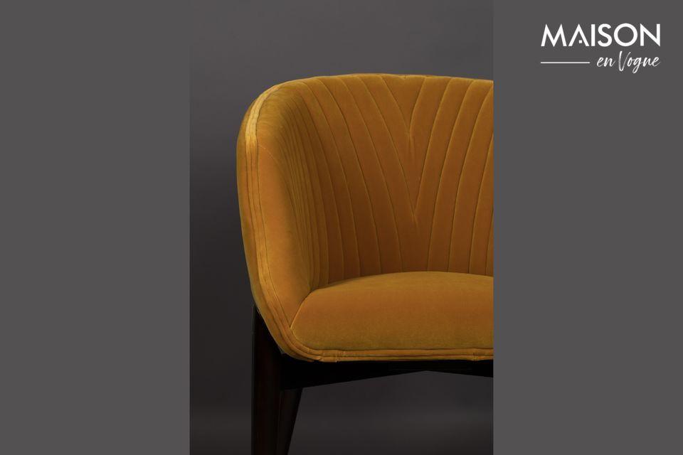 Son rembourrage dense et le toucher soyeux de son velours sont synonymes d\'un fauteuil cosy et