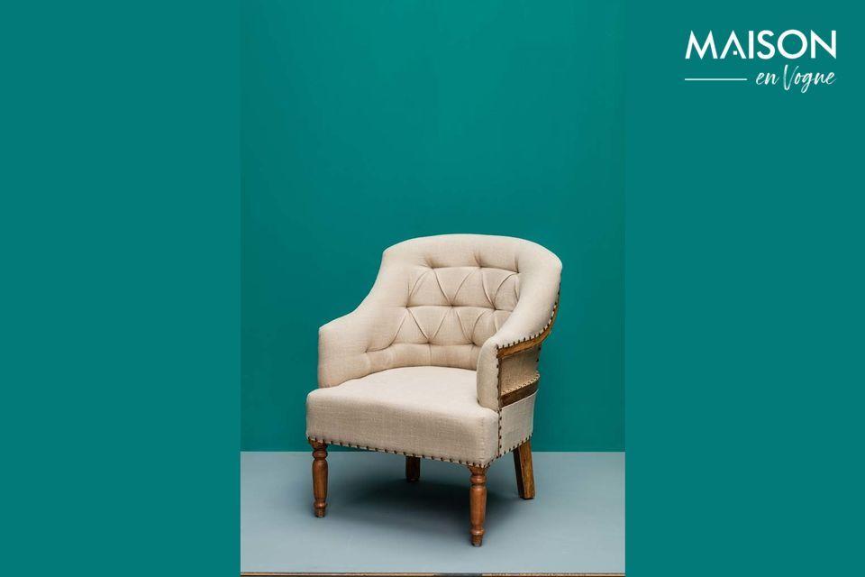 Un fauteuil en lin et en jute du style charme