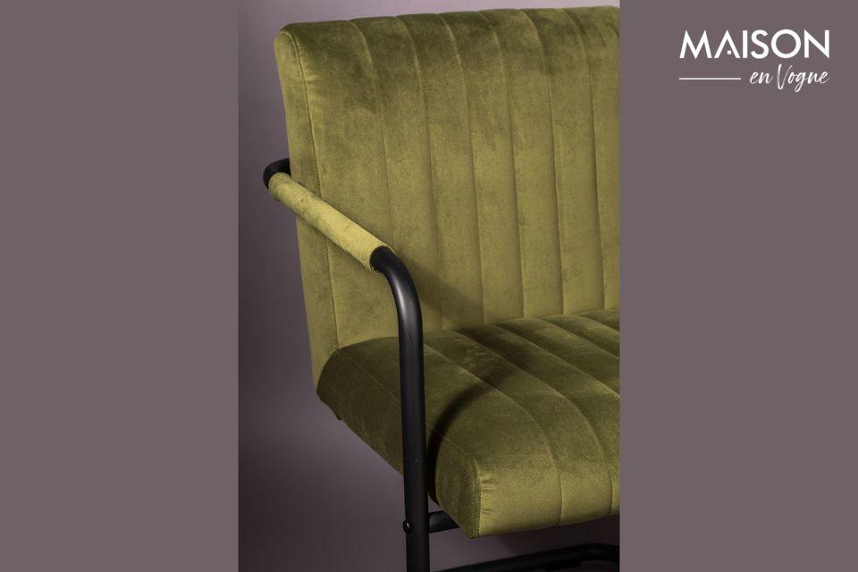 L\'assise et le dossier sont recouverts d\'un joli velours (100 % polyester) vert olive très doux