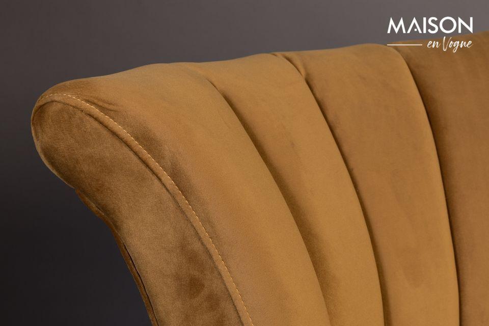 Le revêtement est en polyester imitant le velours d\'un jolie couleur marron or satiné du plus