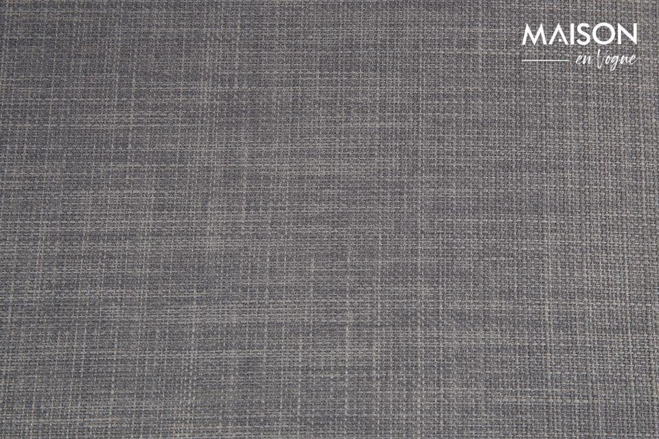Le coloris gris (disponible en clair ou en foncé) assure son élégance et son raffinement