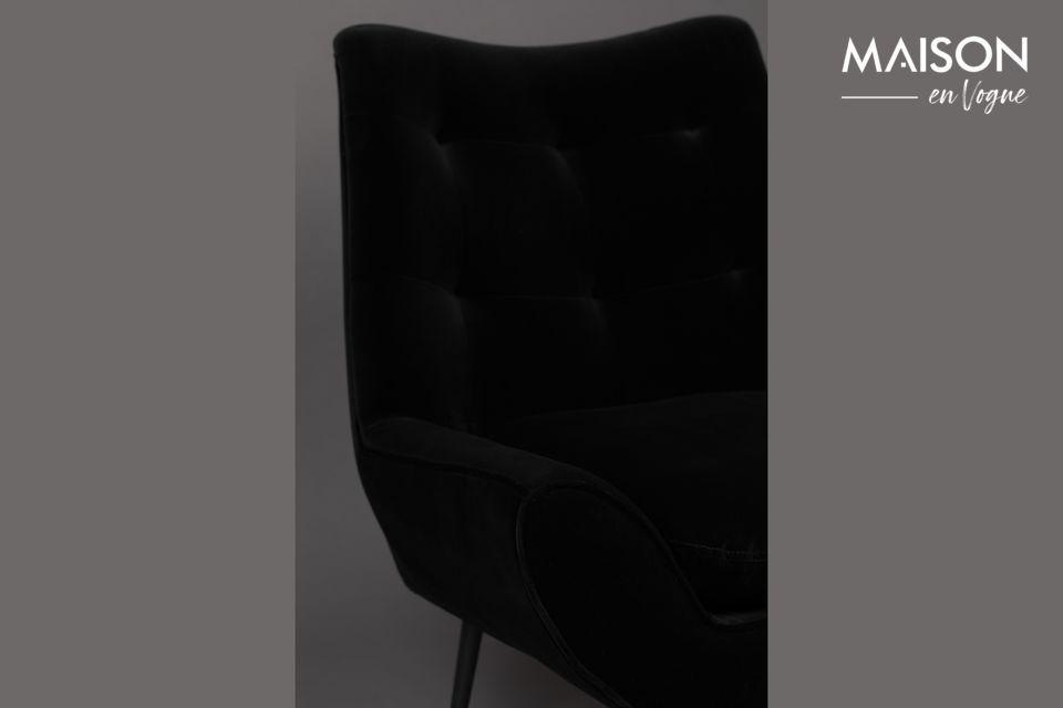 La forme évasée du fauteuil