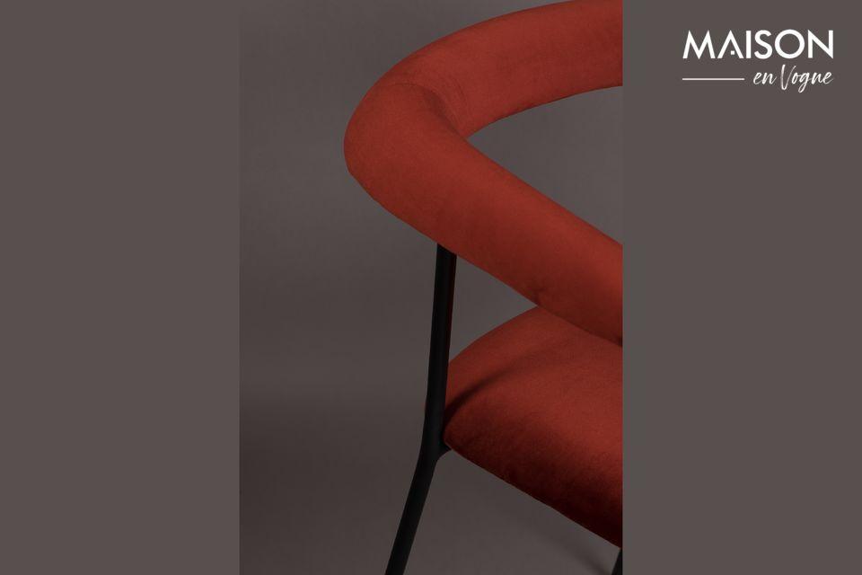 Avec une profondeur d\'assise de 44 cm et une hauteur d\'accoudoirs de 70 cm