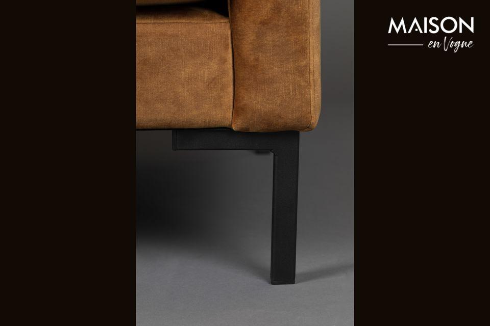 Le cadre est composé d\'un assemblage de bois différents et les pieds sont en acier laqué en