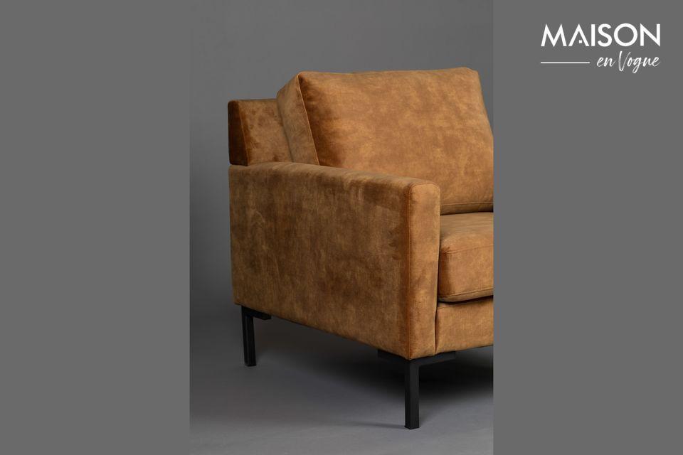 Ce fauteuil possède des accoudoirs
