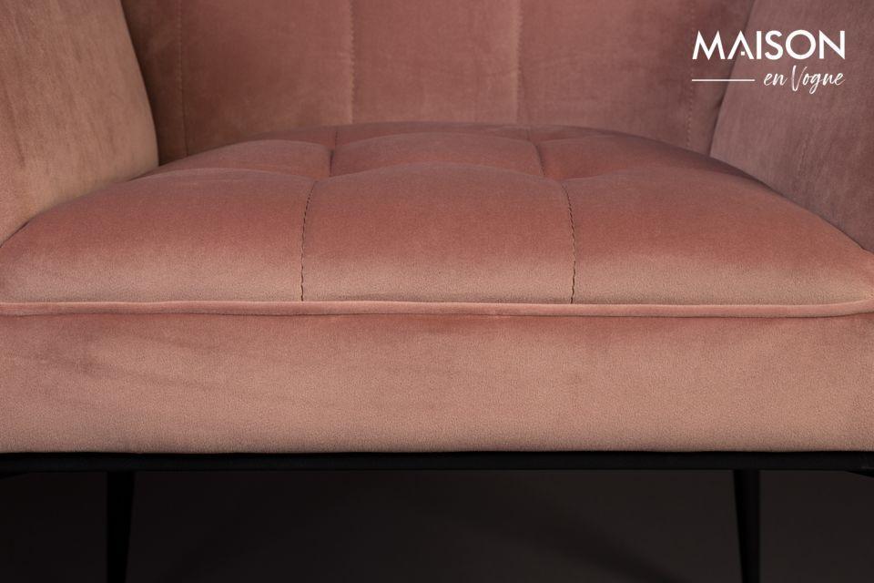 Installez ce fauteuil à l\'amorti agréable dans le salon, un boudoir ou un jardin d\'hiver