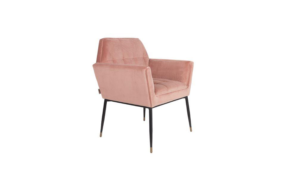 La texture velours de ce fauteuil Kate apporte un grand confort en plus d\'une assise moelleuse