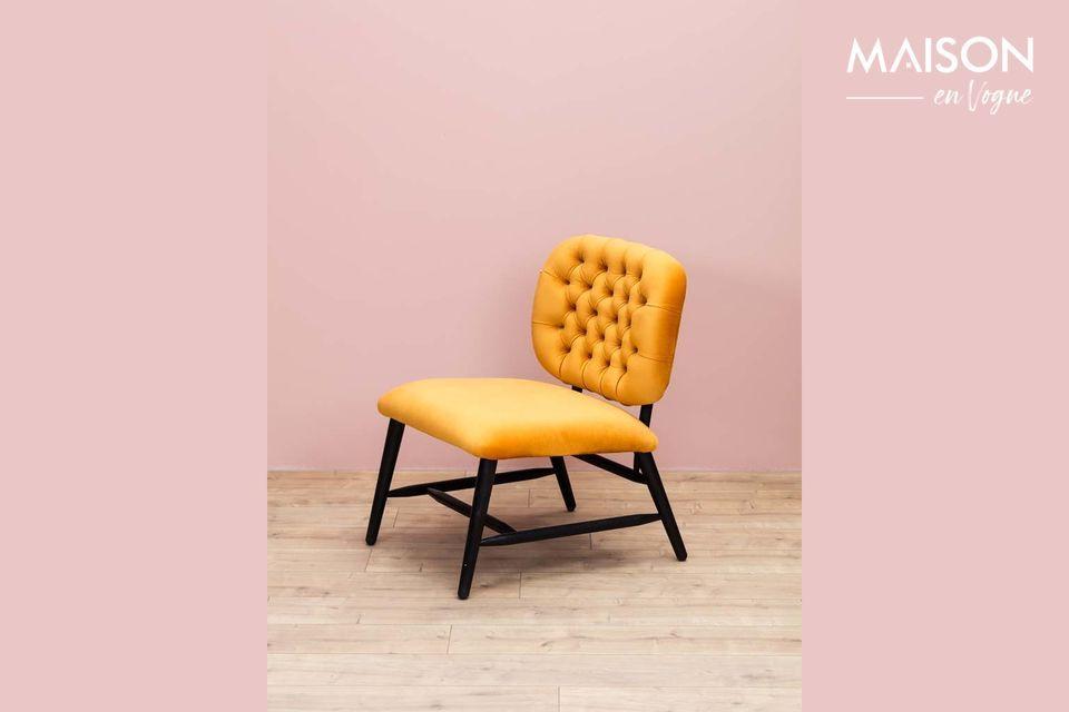 Toute l\'originalité de ce fauteuil réside pourtant principalement dans sa couleur ocre