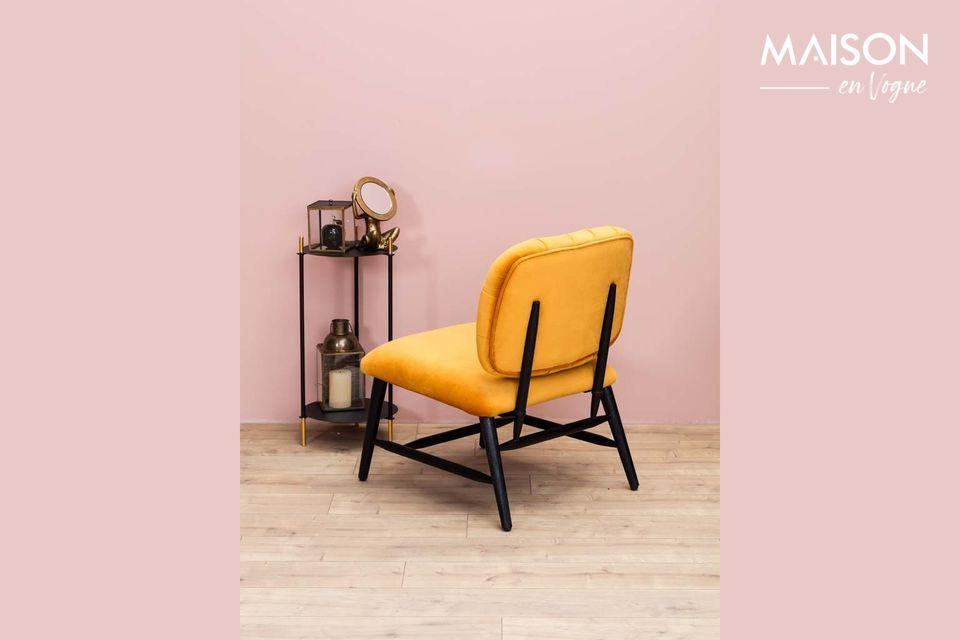 Vous apprécierez l\'aspect velours de ce fauteuil et son dossier capitonné qui en font un meuble