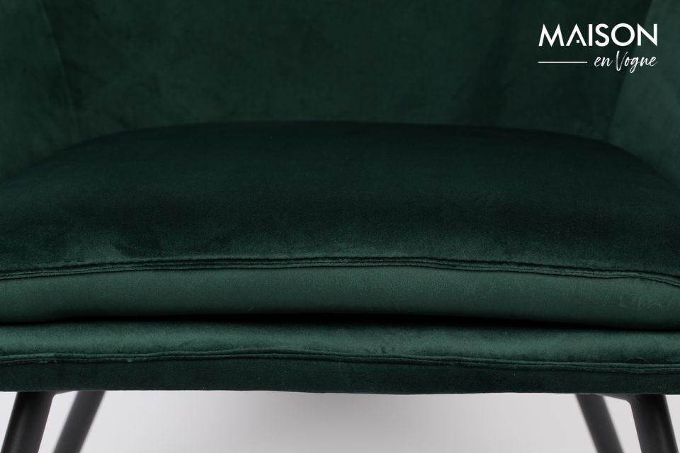 La structure du fauteuil Bon forme un cocon accueillant