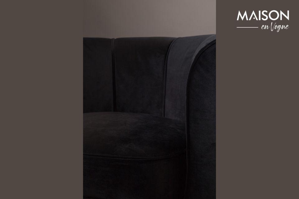Son coloris noir lui confère une telle classe que tous les intérieurs élégants lui conviendront