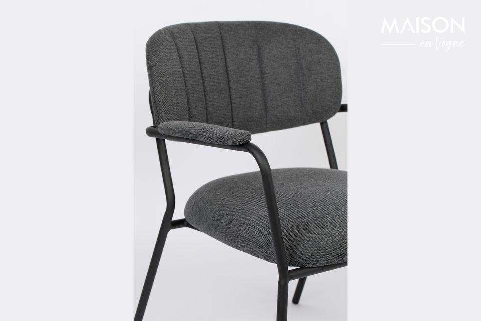 La chaise lounge Jolien apporte confort et élégance à votre salon ! Ce siège bas offre une