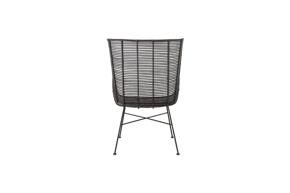 Ce fauteuil de 9 kg ne nécessite pas beaucoup d\'entretien ; passez un tissu humide sur la surface
