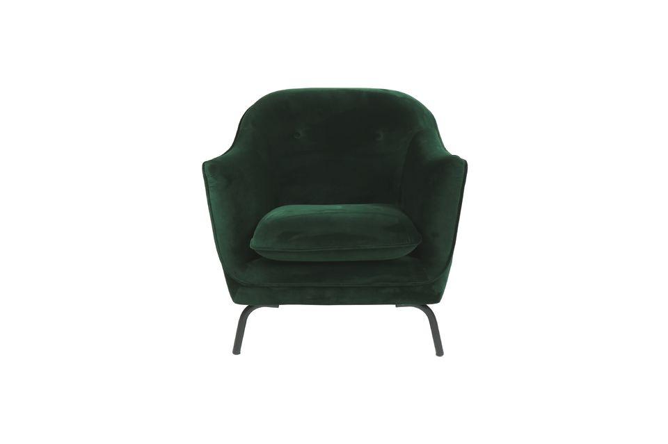 Avec des dimensions de 82 cm sur 78 cm, ce fauteuil est très confortable